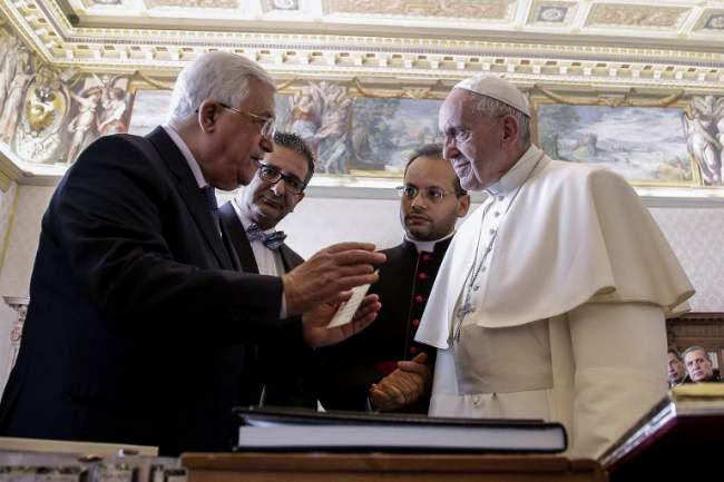 pape abbas palestine embassade_compress